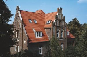 Керамічна черепиця Braas модель OPAL ЖОЛОБКОВАНИЙ фото даху