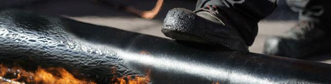 Наплавляємий бітумний килим, армуючою  основою якого є посилений поліестер. На нижню поверхню килима нанесено наплавляємий бітум, а на верхню мінеральна крихта.