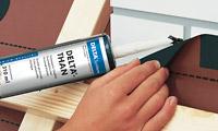 DELTA-THAN Клей, що зберігає міцність і еластичність на протязі тривалого часу з особливого каучуку. Тільки для зовнішнього використання.