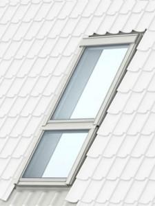 Похилі елементи - продовження Вашого вікна. Якщо Ваша покрівля має великий кут нахилу, Ви можете продовжити Ваше мансардне вікно, встановивши під ним додатковий похилий елемент GIL (матеріал: сосна, вкрита прозорим або білим лаком) чи GIU (поліуретанове покриття). У цих моделей вікон глуха рама та вони не відкриваються. Поєднання мансардного вікна з додатковим елементом GIL/GIU принесе ще більше природного світла у Ваш житловий простір. Модель GIU з поліуретану не потребує додаткового догляду, миття або перефарбовування. За потреби рекомендовано протирати м'якою вологою ганчіркою.