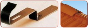зажим до гребеневої черепиці – використовується для кріплення гребеневої черепиці. Матеріал: гаряче пофарбований алюміній.