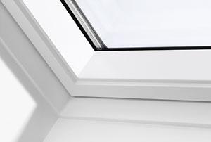 Білий поліуретан Ідеальний варіант для приміщень з підвищеною вологістю Цільне поліуретанове покриття без стиків Не вибагливі у догляді Вологостійкі мансардні вікна