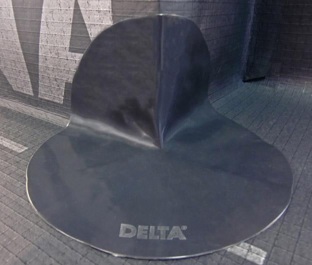 DELTA®-FLEXX CORNER - фасонна деталь для ущільнення внутрішніх і зовнішніх кутів на приляганнях мембрани DELTA®-ALPINA до конструкцій.