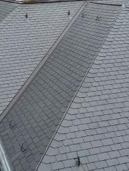 RECTANGULAR SAMACA Укладання сланцю на покрівлю або фасад будинку вироблена прямокутним подвійним методом - одна з найпопулярніших і найстаріших видів, підходить як для старовинних, так і сучасних будівель, часто використовується при реконструкції.